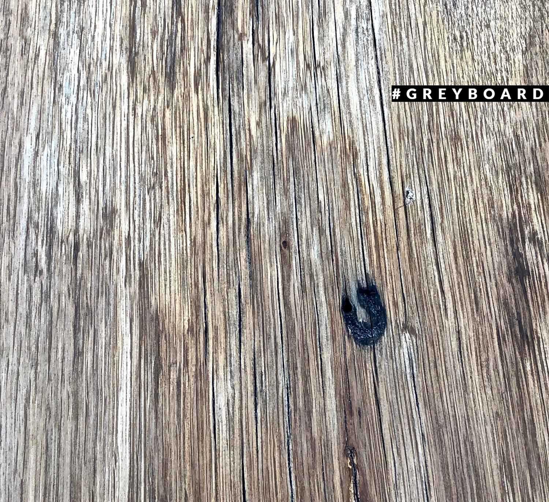 Табурет из старой доски и стального каркаса