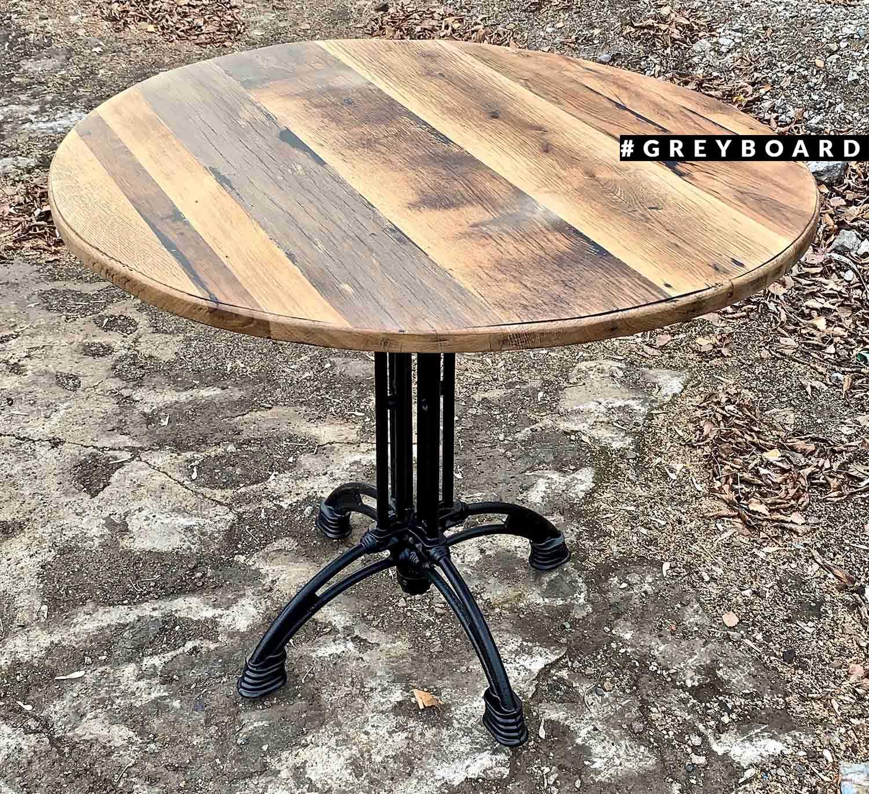 Круглый стол из старого дуба