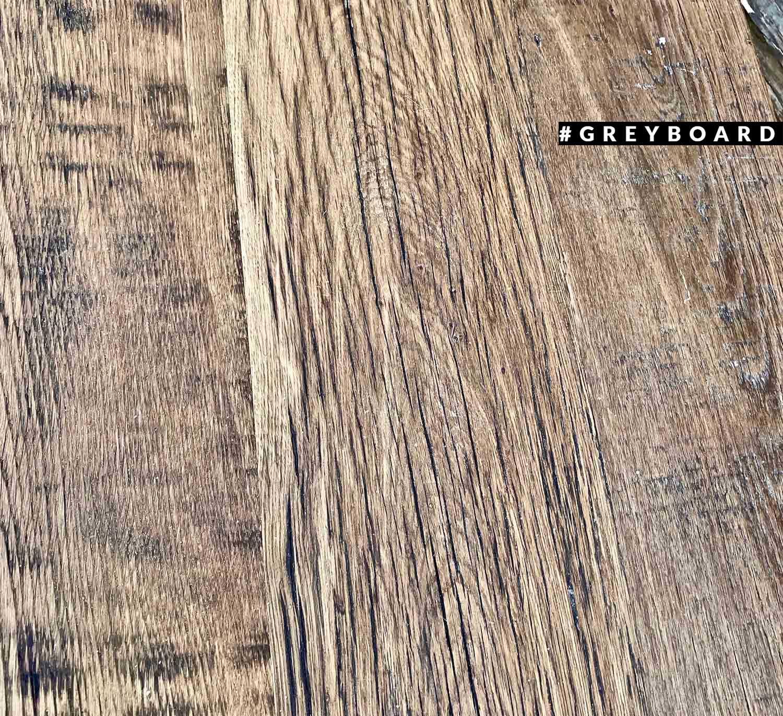 Столешница из амбарного дуба с выраженной текстурой