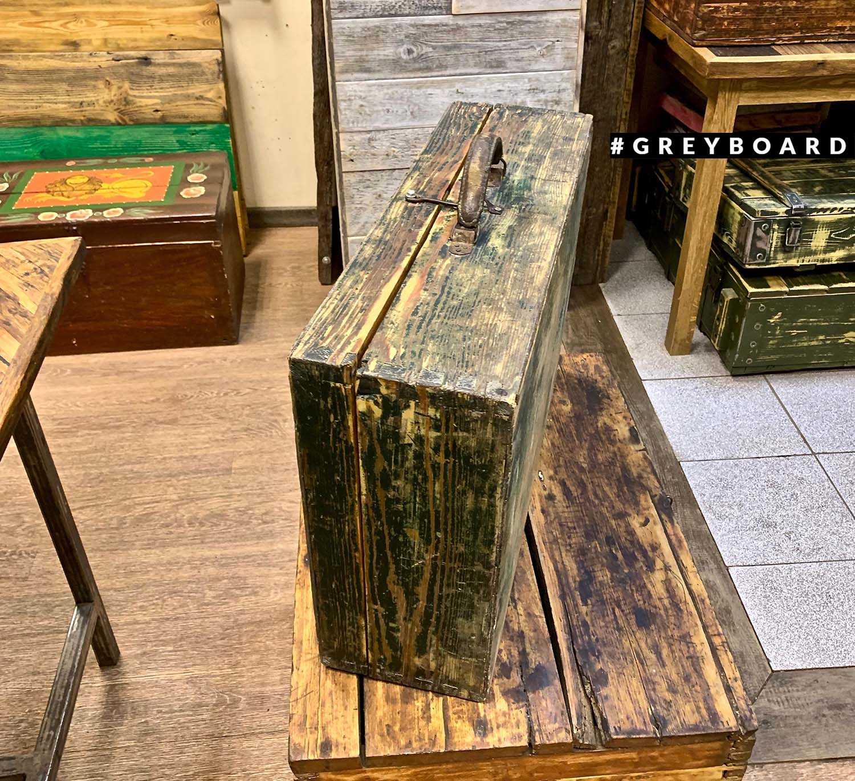 Старый сундук-чемодан