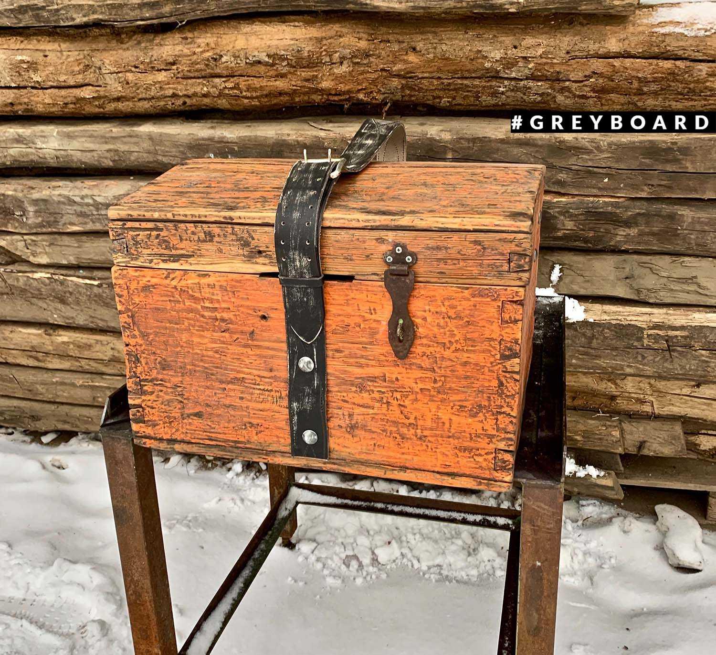 Старый сундук для кальяна