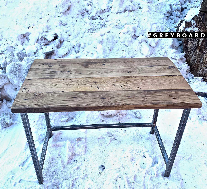 Красивый рабочий стол из старого дуба