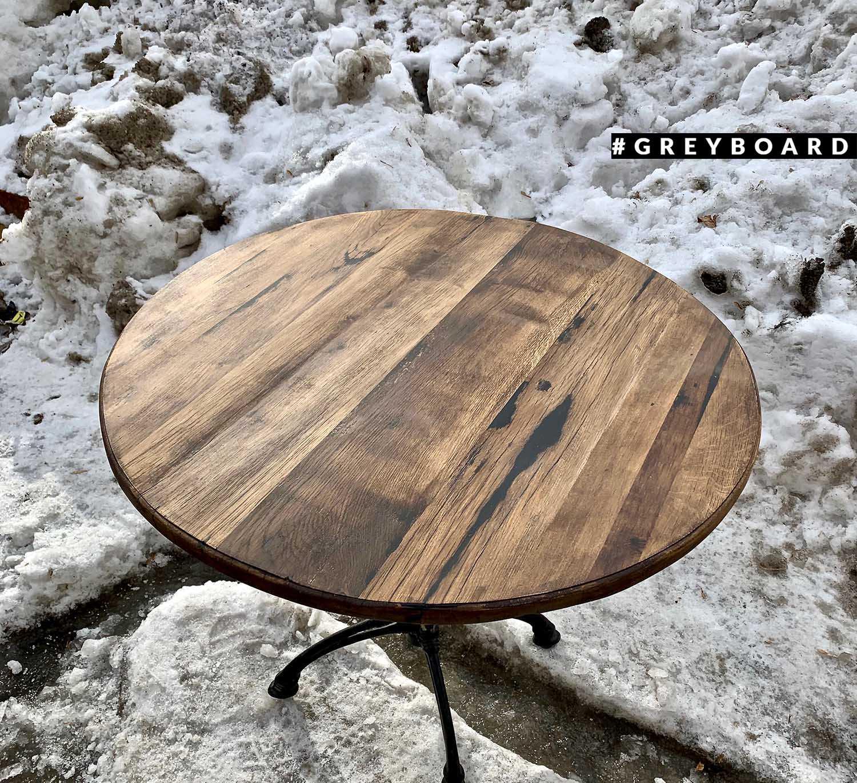 Стол из старого потемневшего дуба