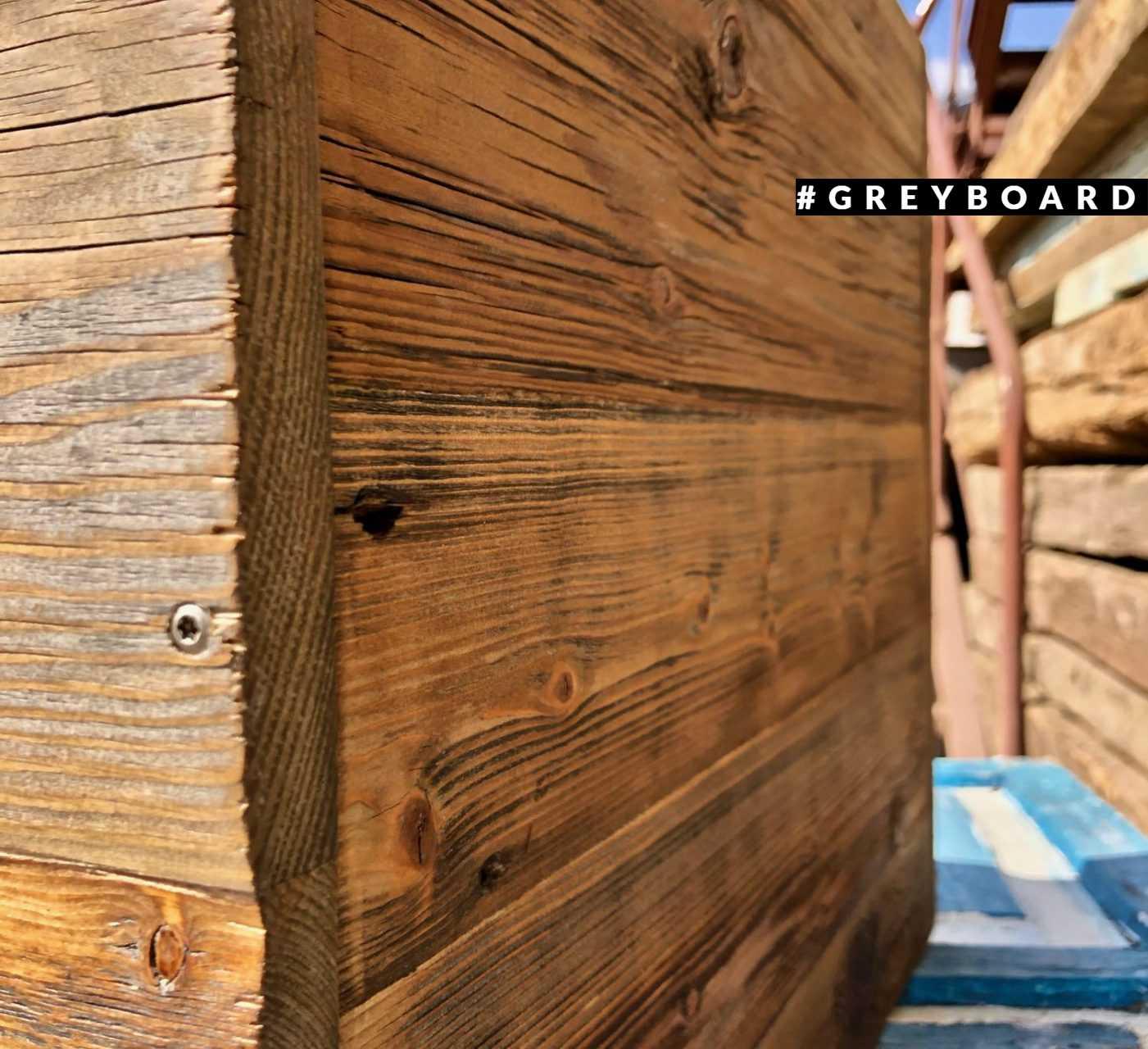 Витрина-подиум из старой хвойной доски