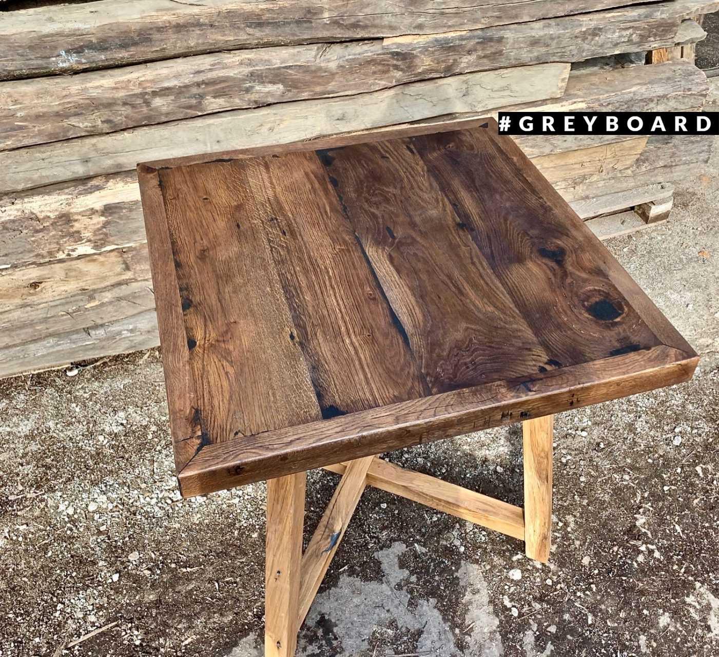 Стильный компактный стол из старой доски