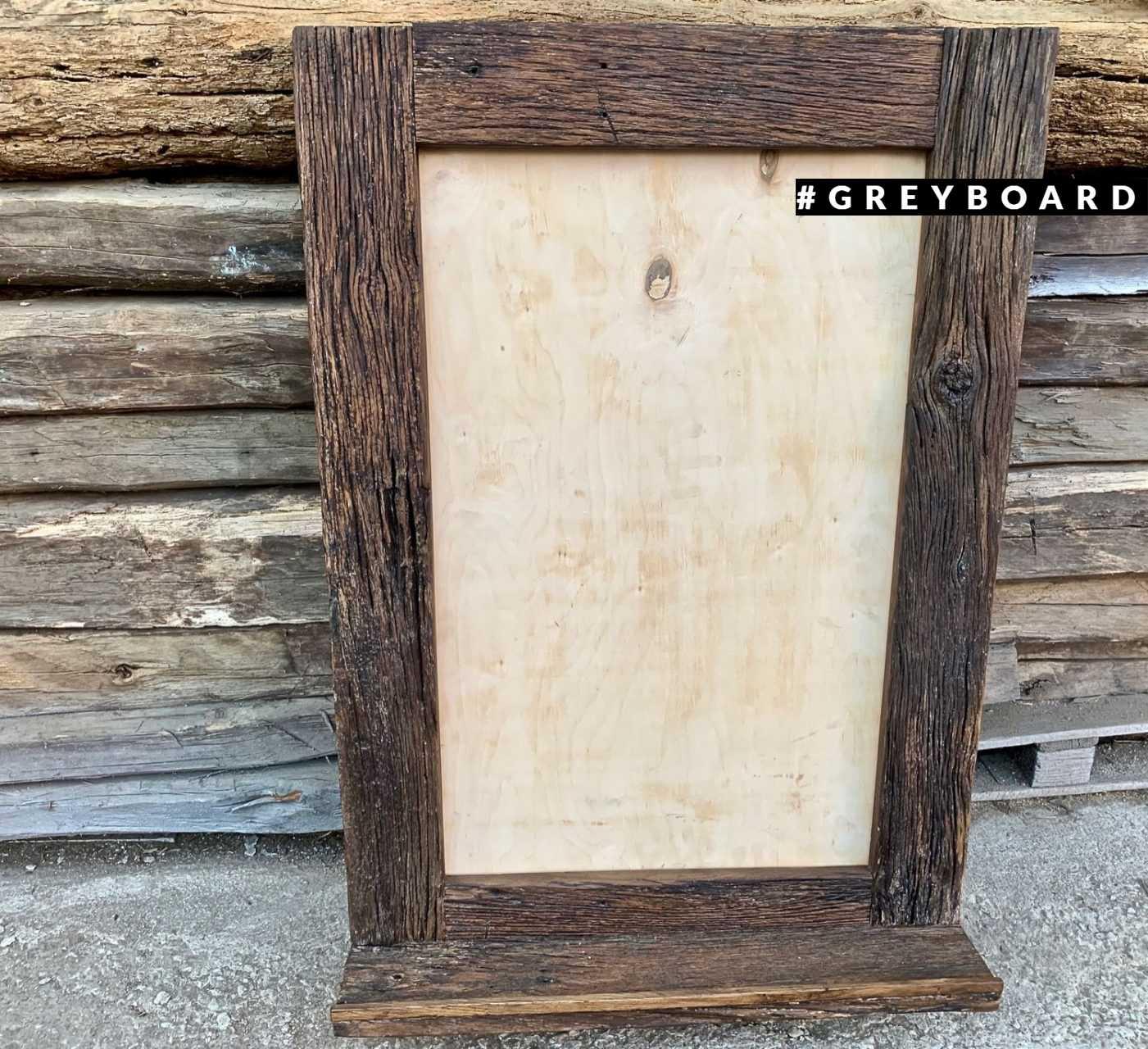 Зеркало из старого дуба с полочкой