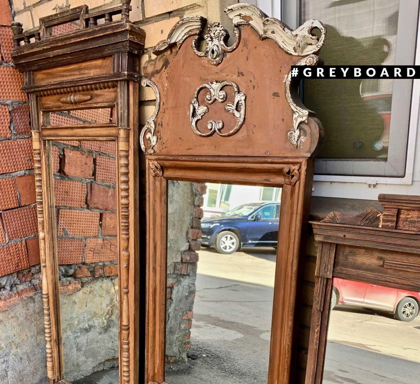 Зеркало в уникальной старой раме