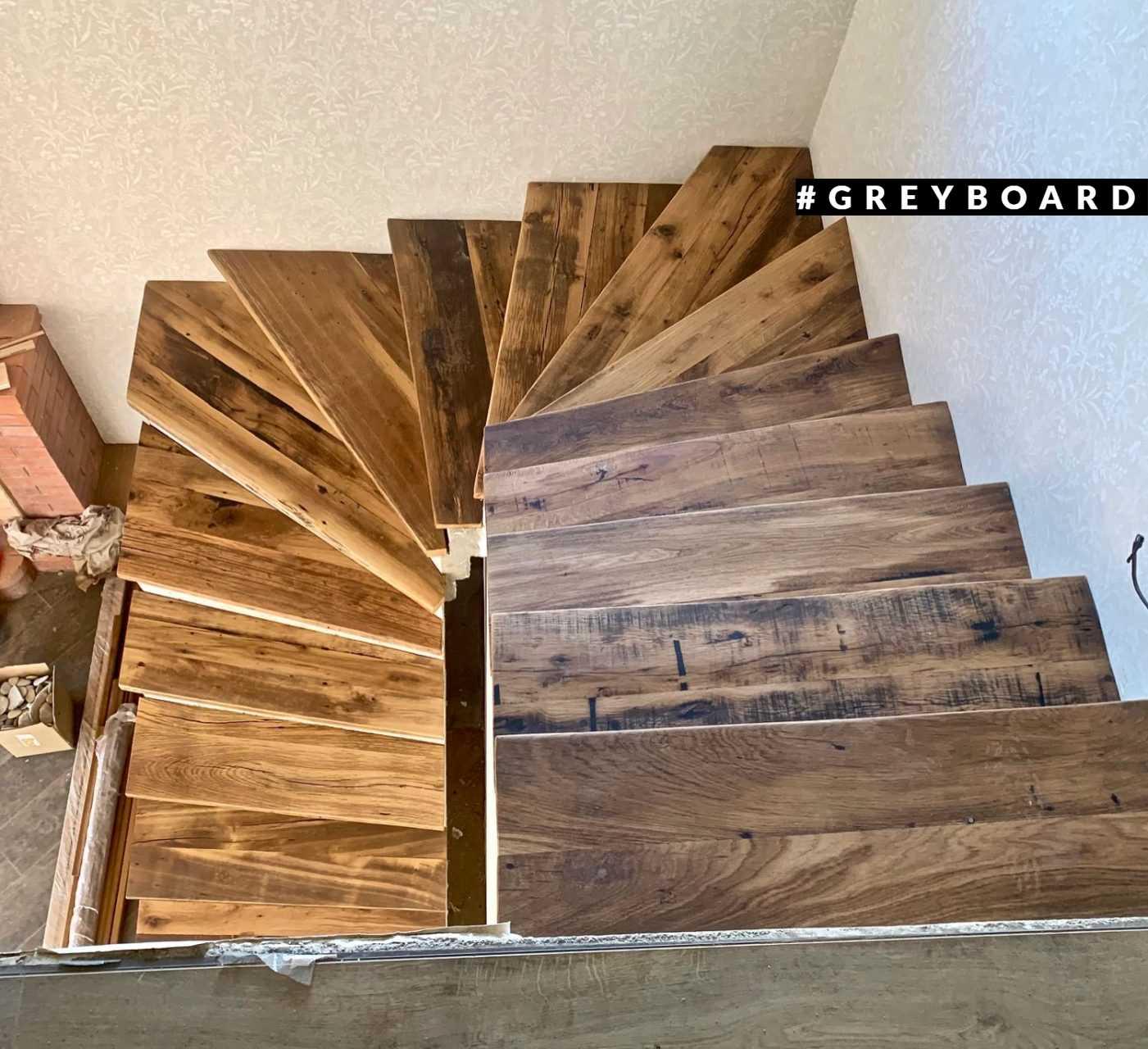 Лестница из настоящей амбарной доски