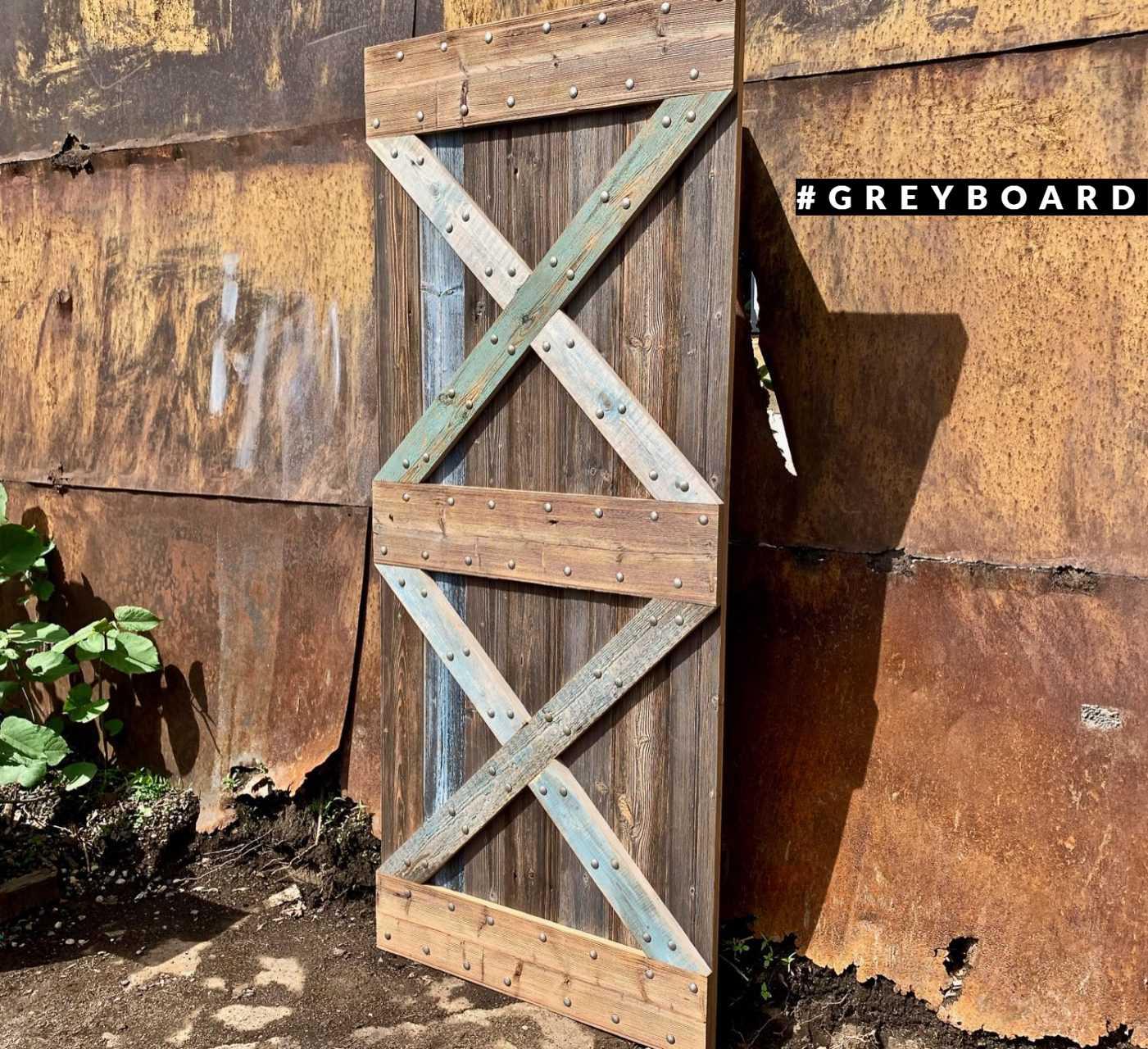 Амбарная дверь из старой сосны