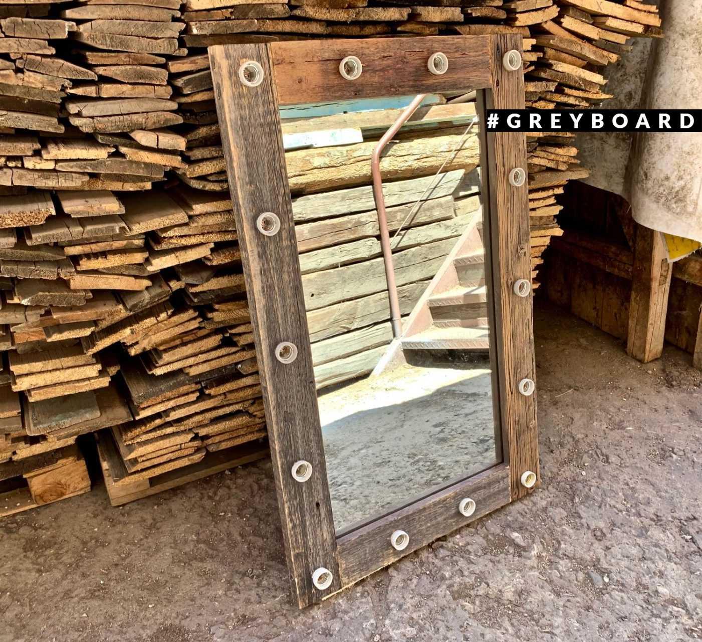 Зеркало из старой сосны с подсветкой