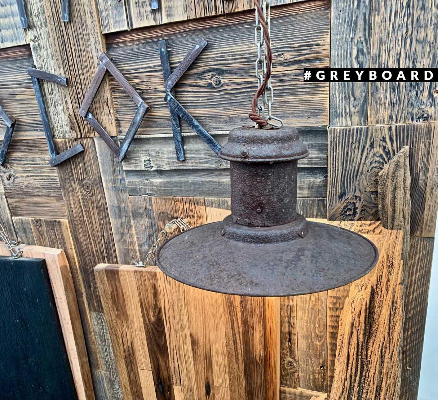 Уникальная старая лампа со следами ржавчины