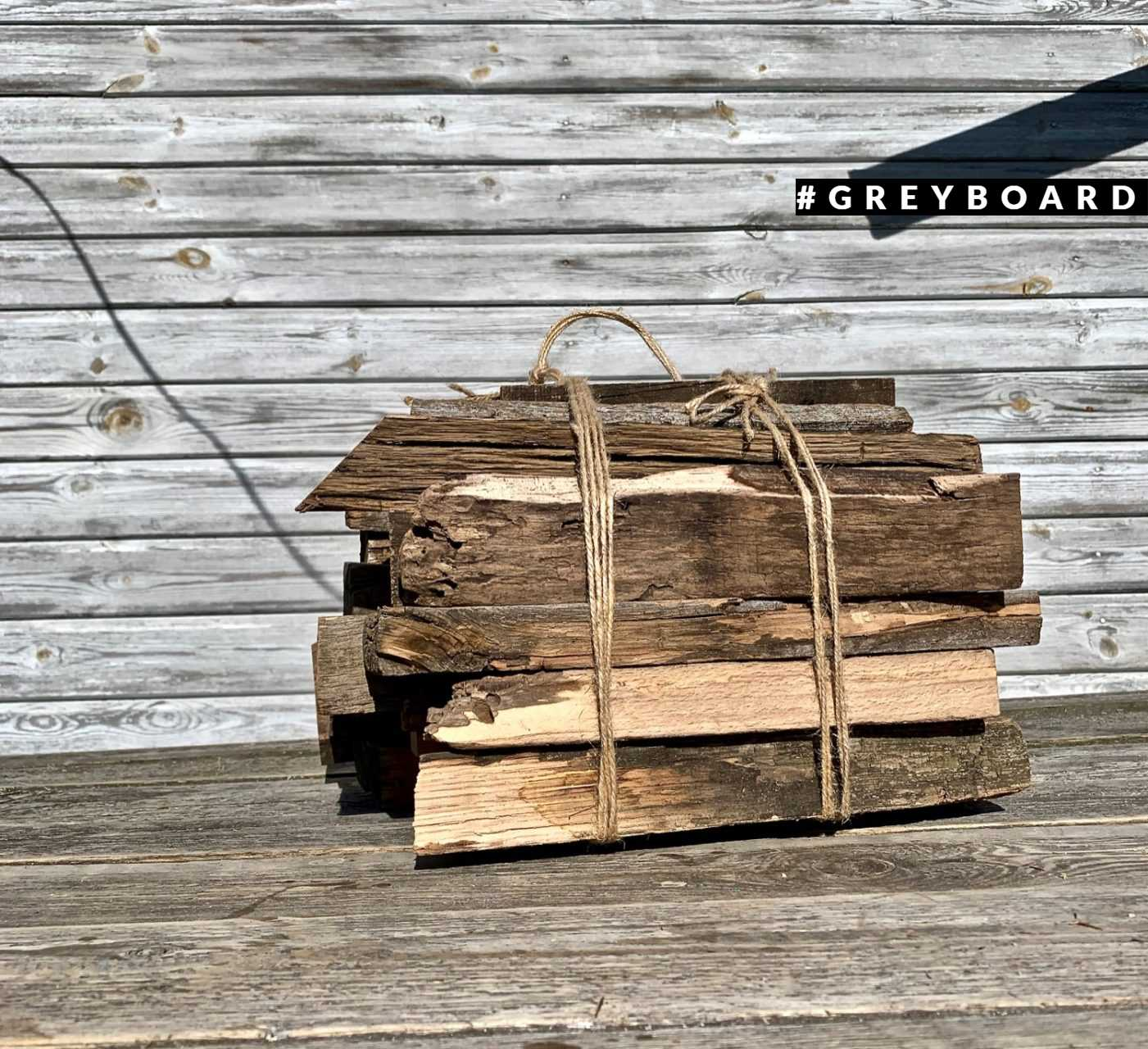 Вязанка дров из старой доски