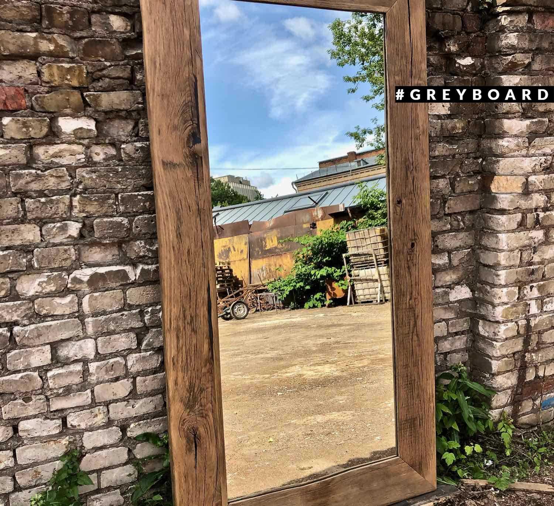 Напольное зеркало в раме из амбарного дуба