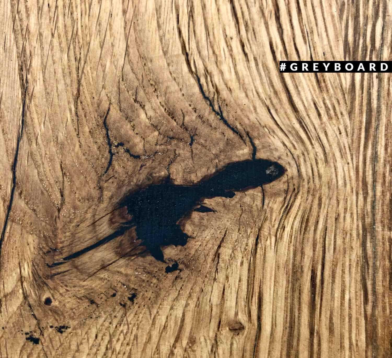 Красивая столешница из амбарной дубовой доски