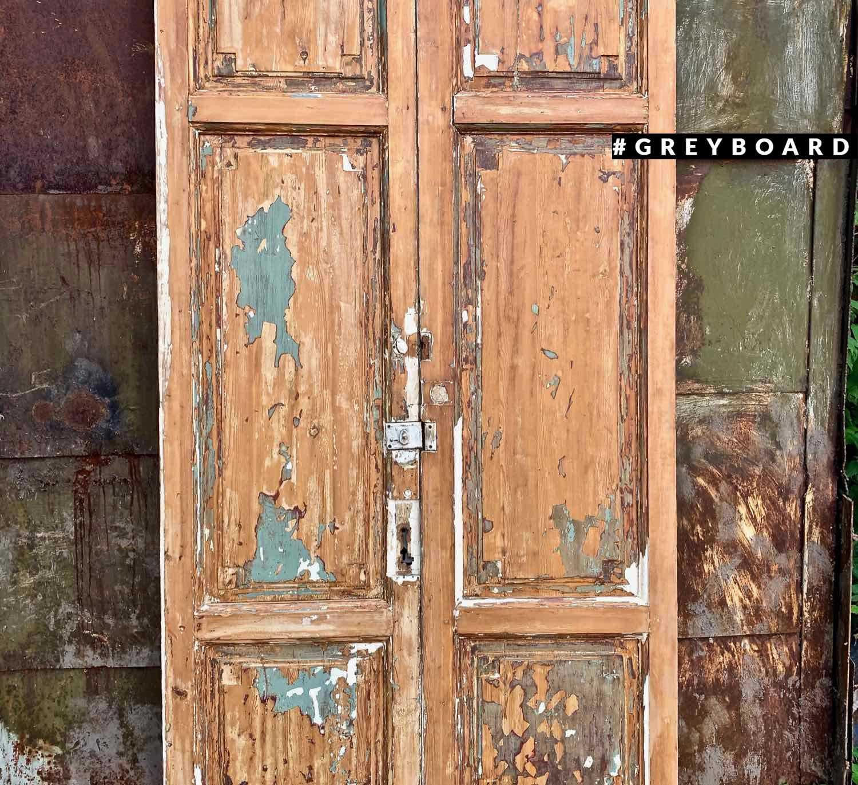 Дверное полотно из старой хвойной доски