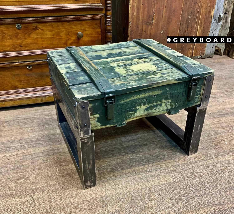 Стол из старого военного ящика