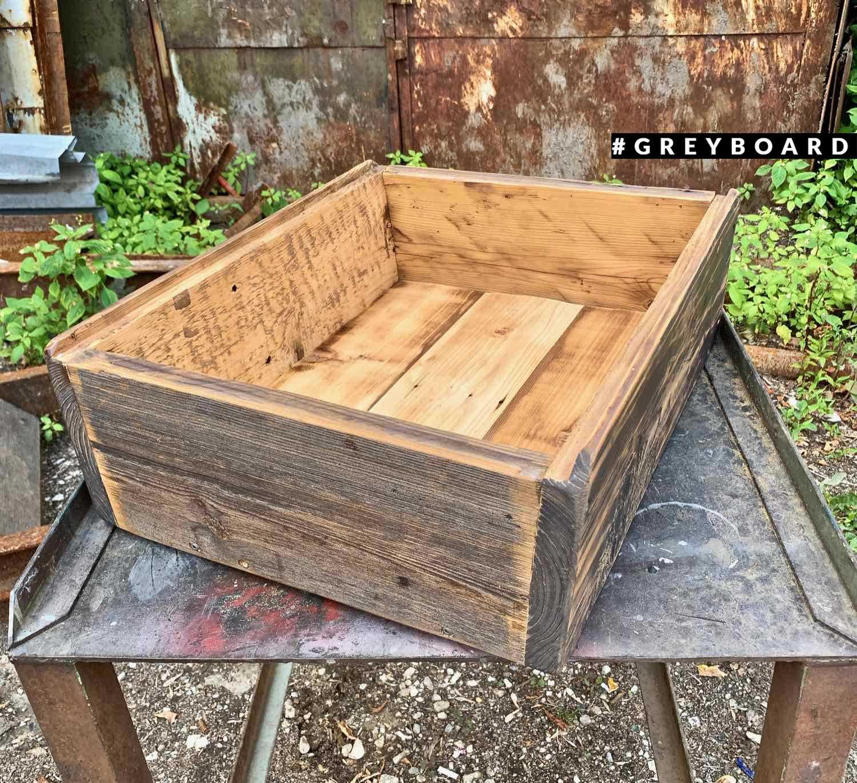 Ящик ручной работы из старой доски