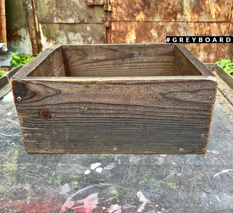 Ящик для хранения из старой хвойной доски