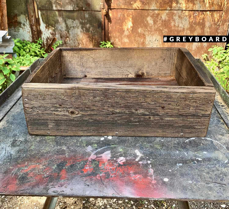 Массивный ящик из старой доски