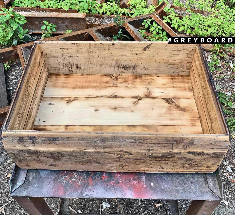 Ящик из старой хвойной доски
