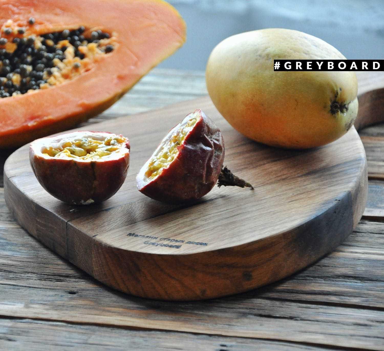Старая дубовая доска для подачи блюд