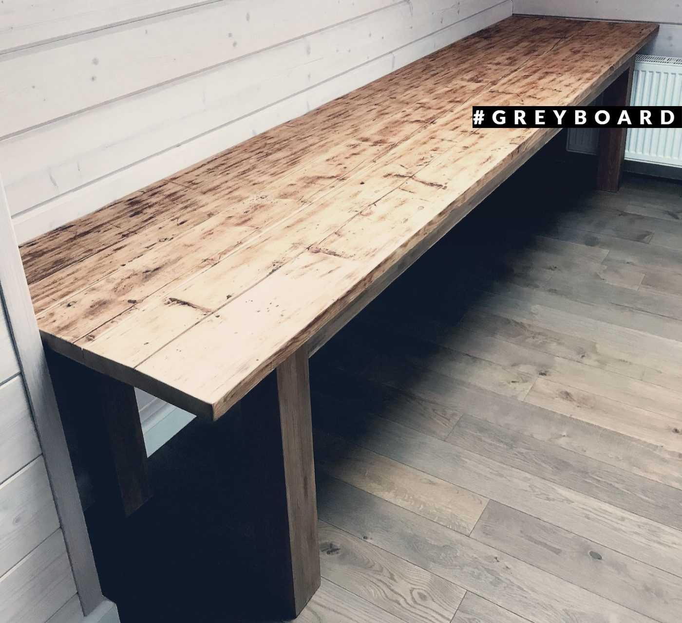 Невероятно красивый стол из широких досок