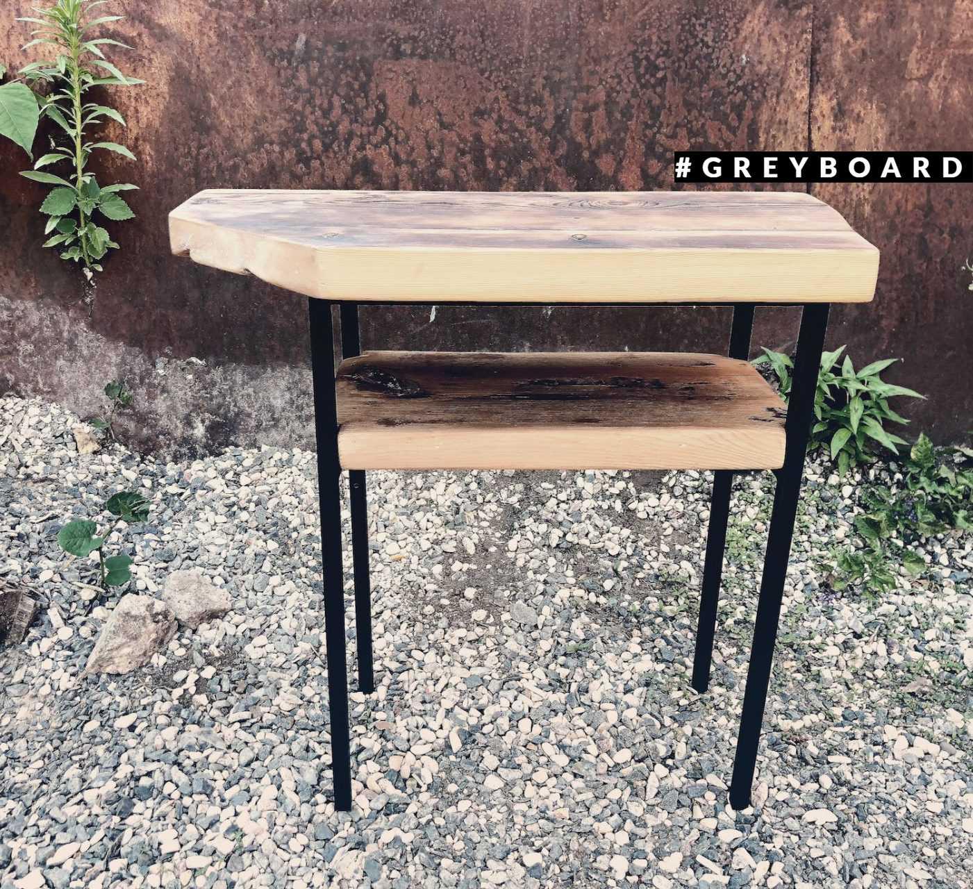 Столик под раковину из амбарной доски