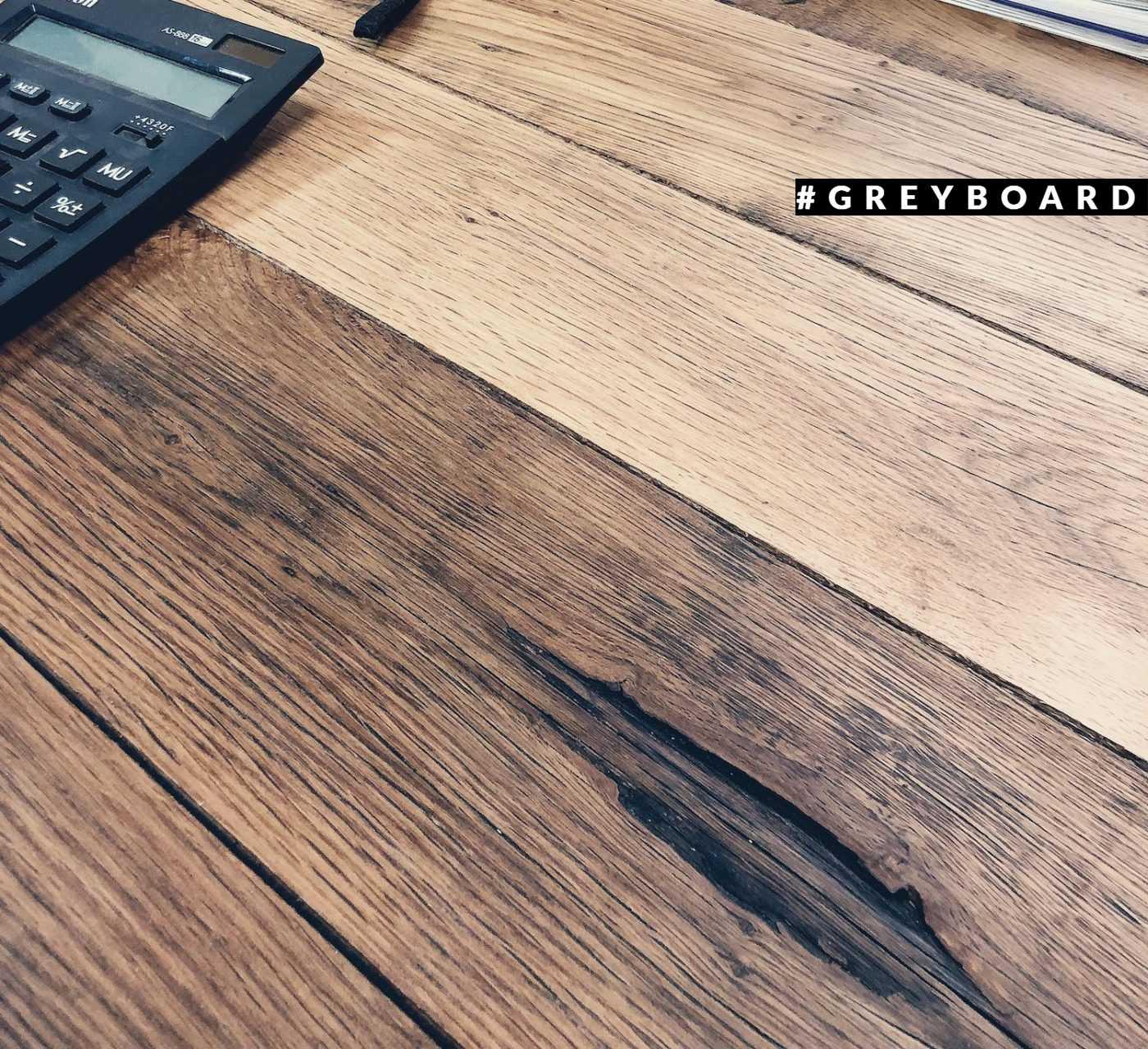 Обеденный стол из старой дубовой доски
