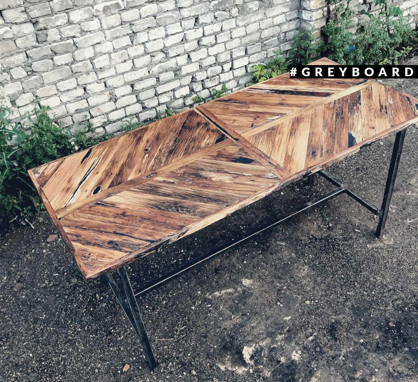 Стол из дубового штакетника