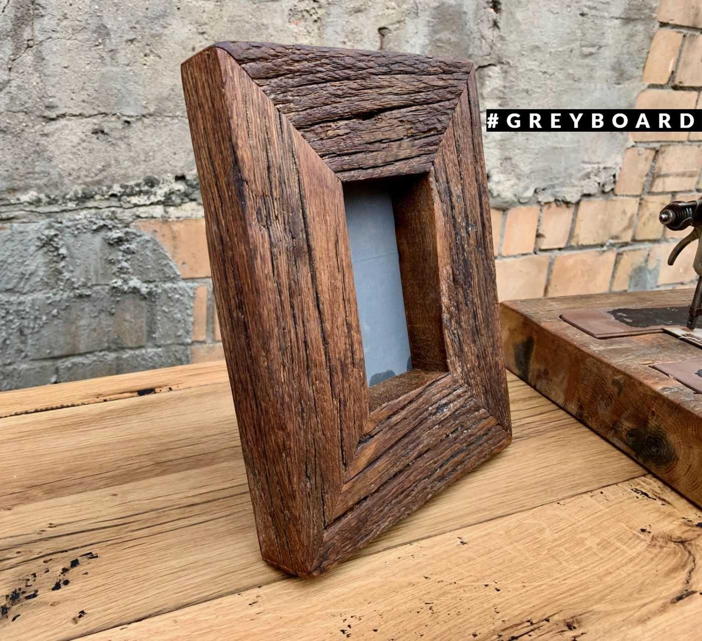 Дубовая рамка для фото