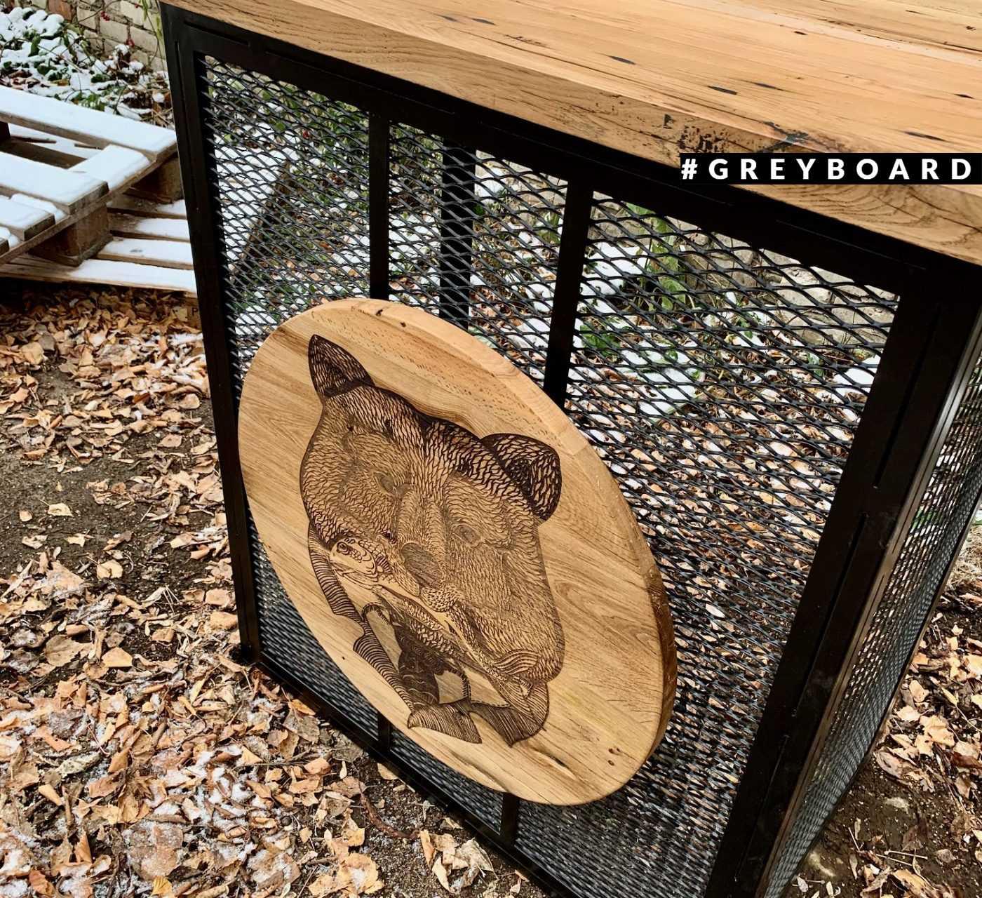 Пост диджея со столешницей из амбарной доски