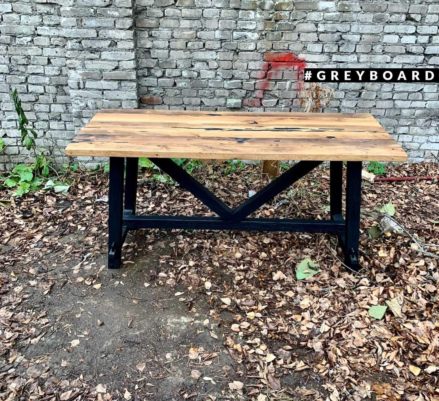 Стол с подстольем из амбарной доски