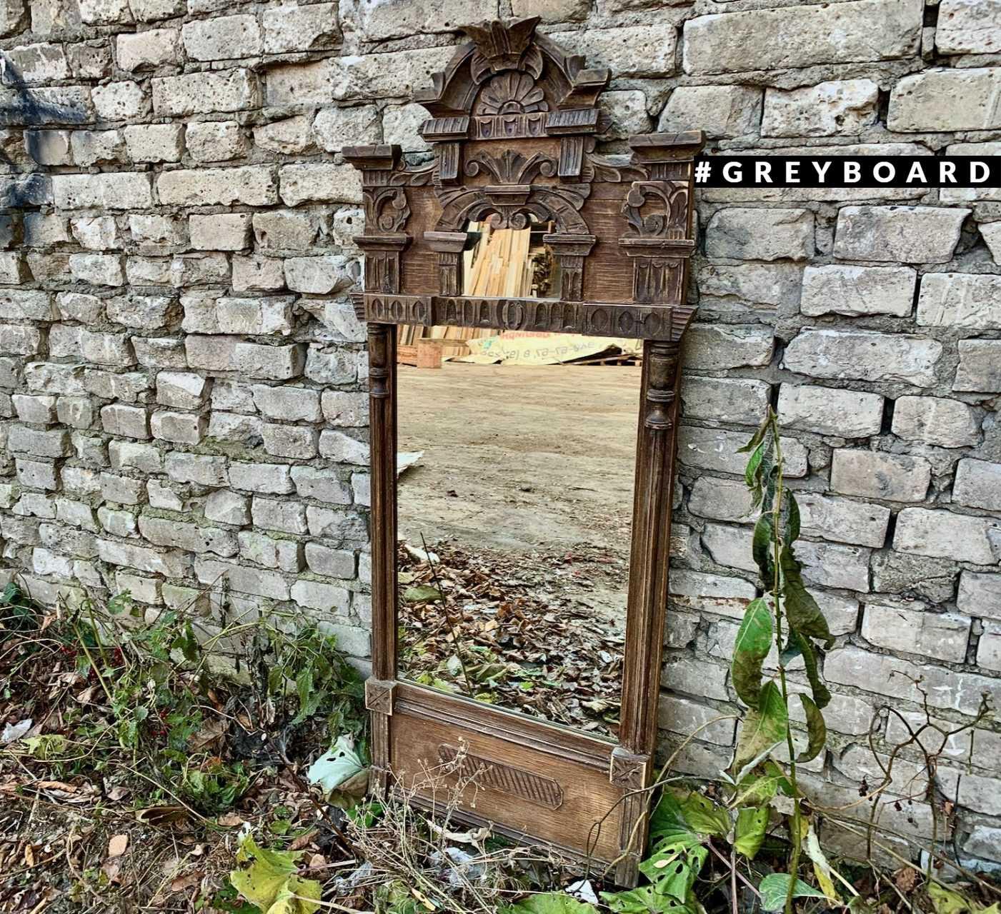 Зеркало в старинной раме