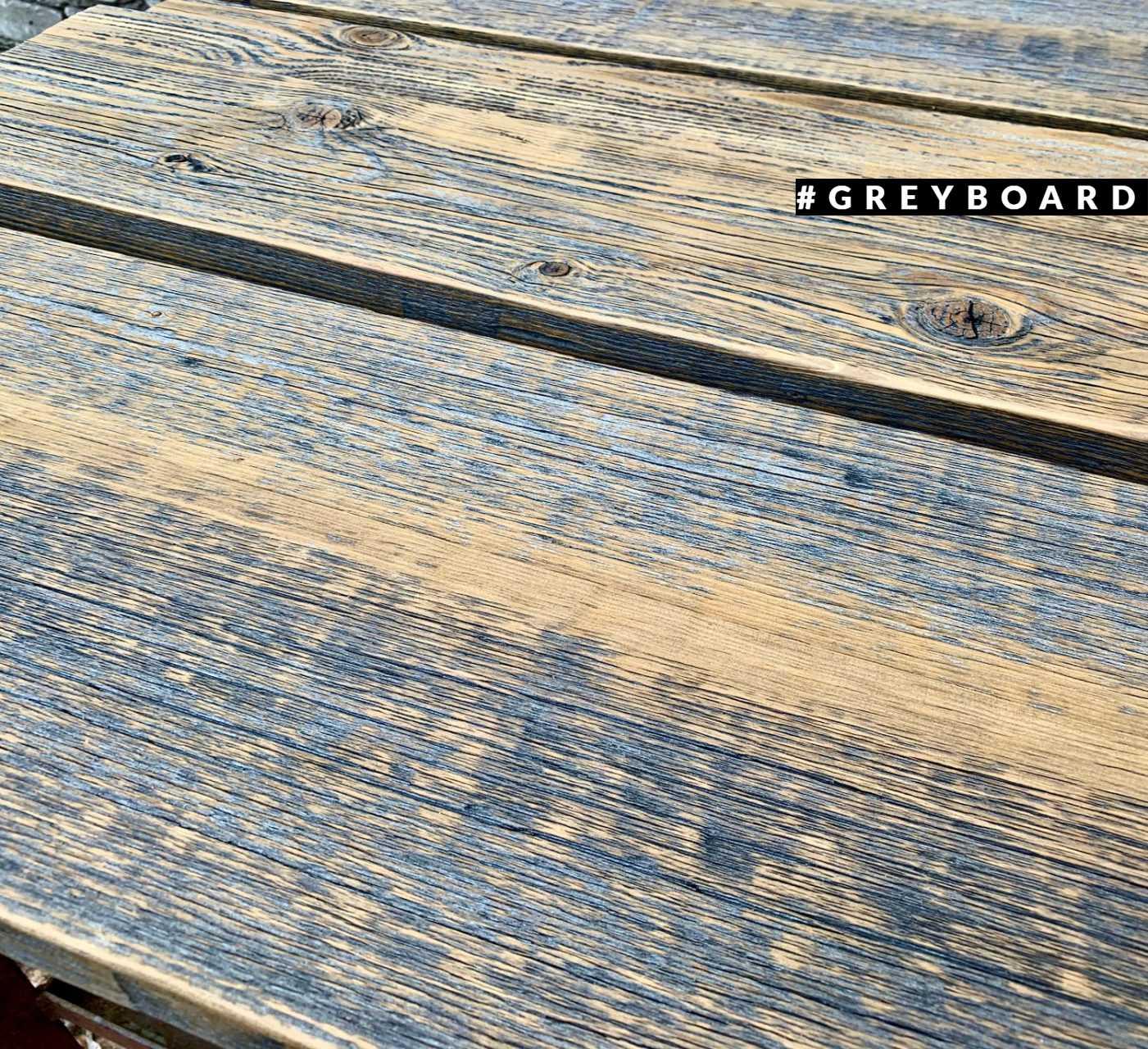 Серые полки из амбарной доски