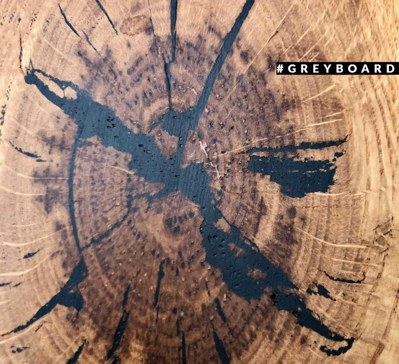 Серебристо-коричневая столешница из амбарной доски