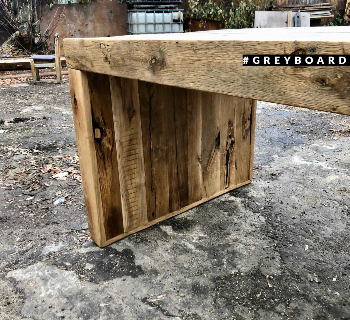 Оригинальный стол из амбарного дуба и ясеня