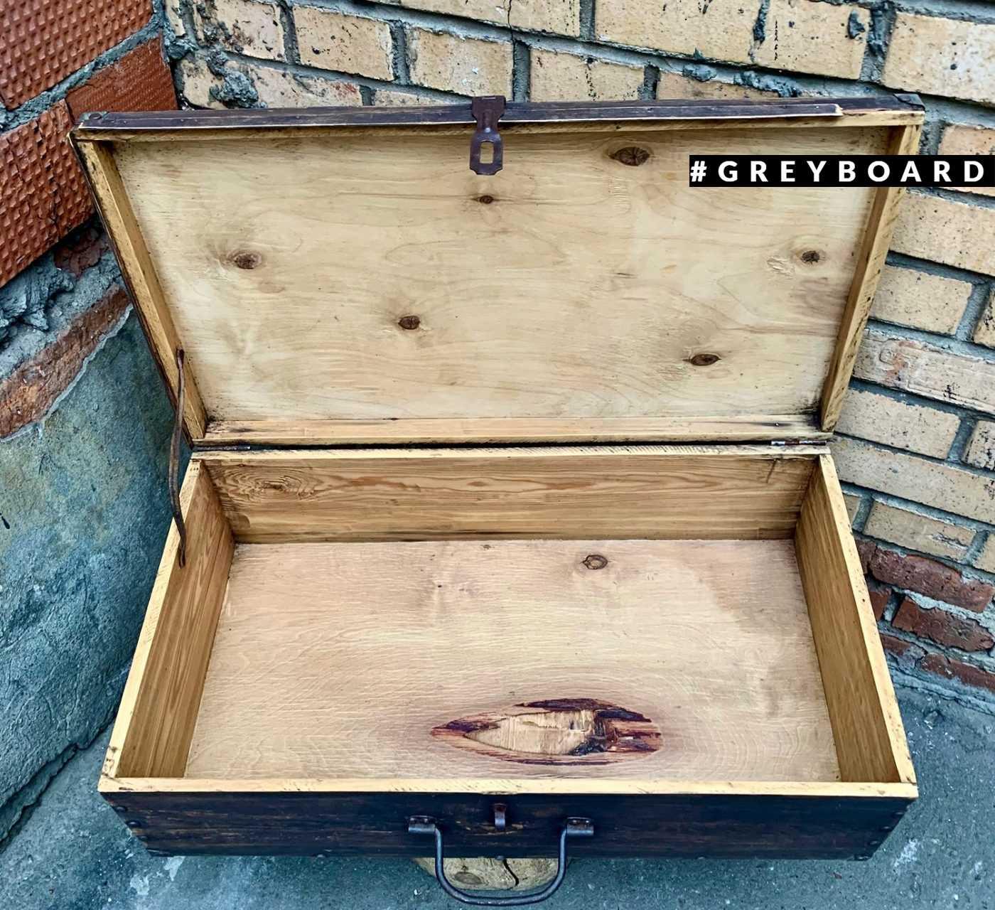 Старый чемодан из фанеры