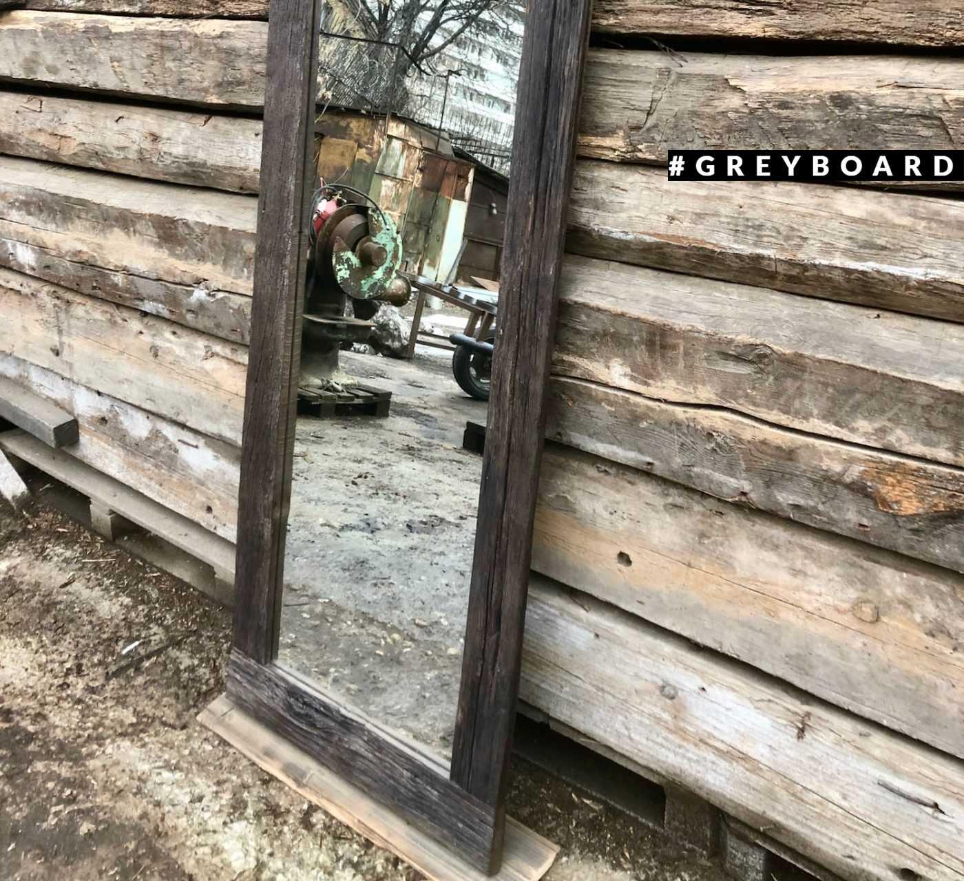 Черное гримерное зеркало из старой доски