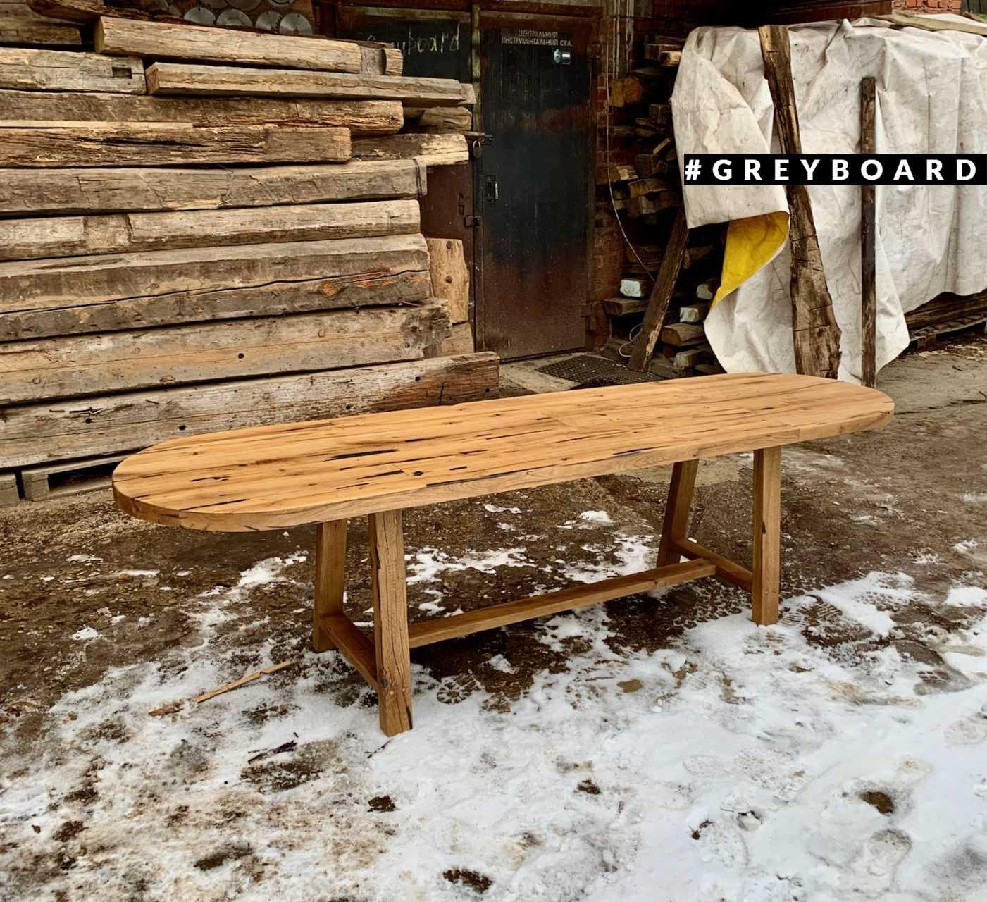 Овальный стол из амбарной доски