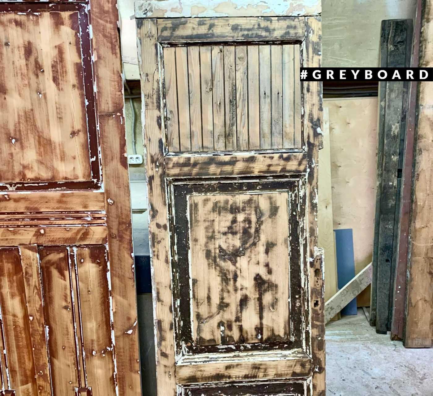 Старинные двери из сосны и лиственницы