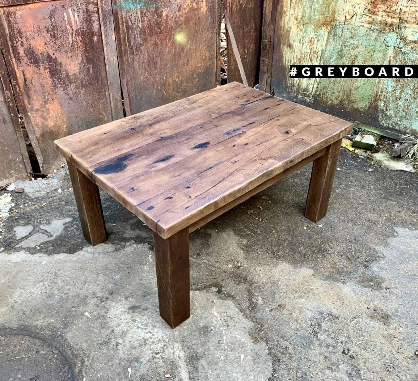 Журнальный стол из амбарной дубовой доски