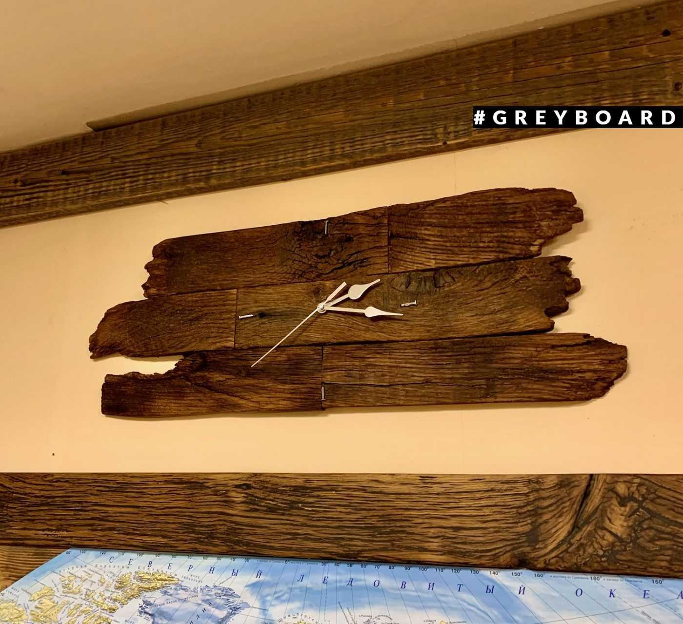 Стильные часы из амабрной дубовой доски