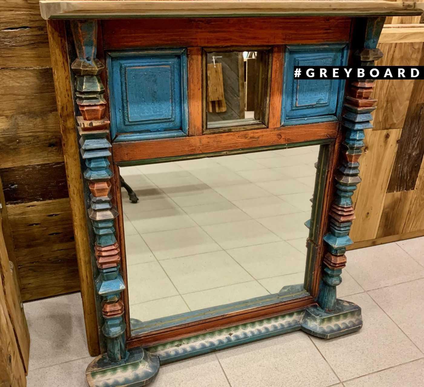 Старинное зеркало из амбарного дерева