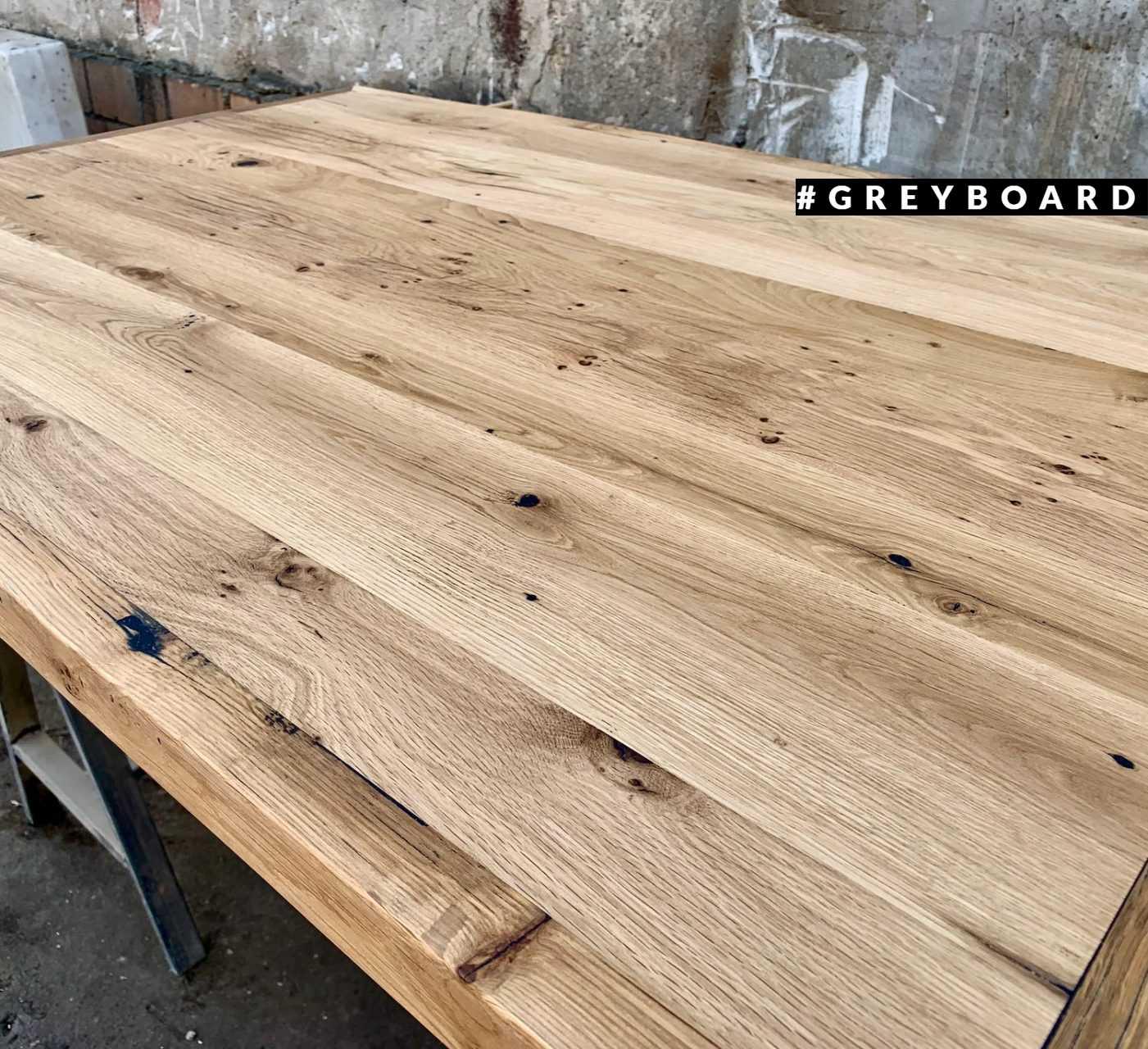 Столешница прямоугольной формы из амбарной доски