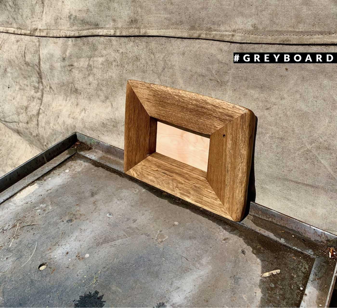 Небольшая дубовая рамка для фотографий