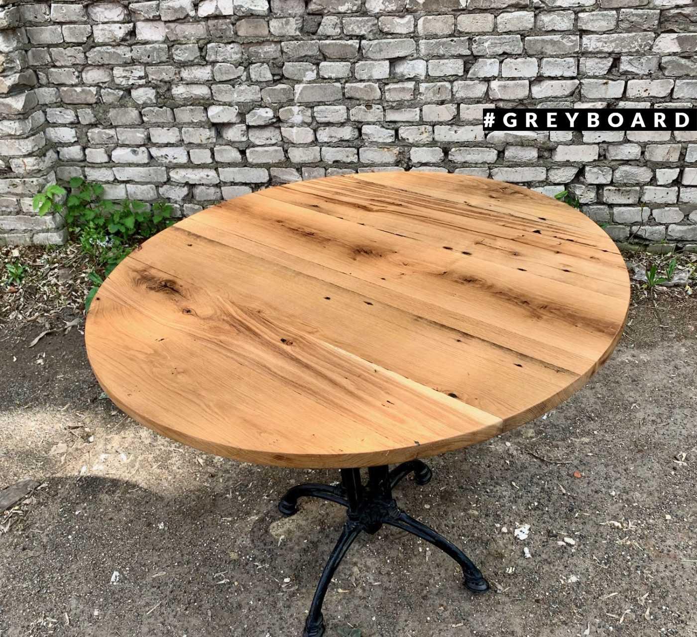 Круглая дубовая столешница из старой доски