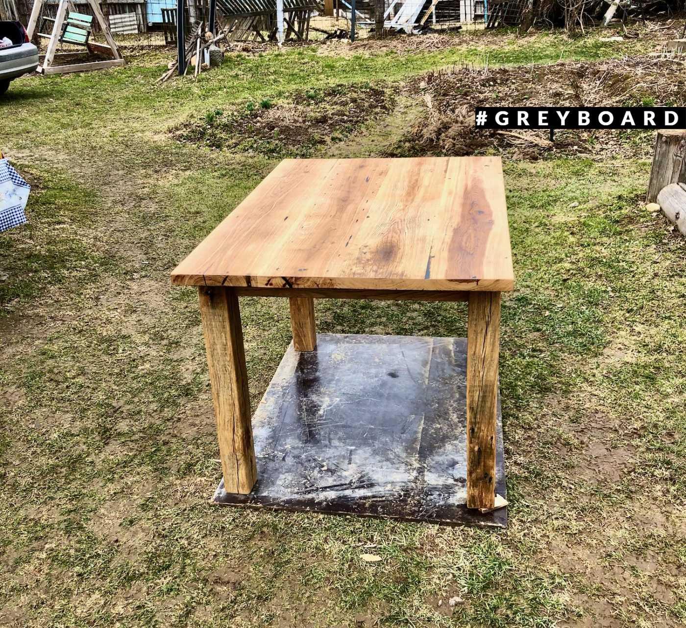 Классический стол из старой доски