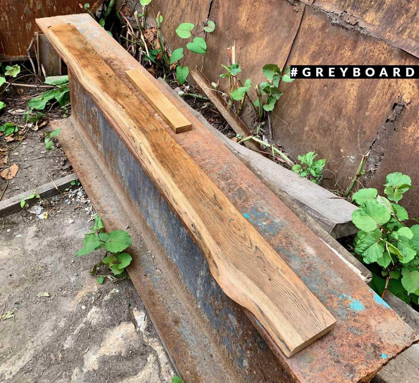 Полка из старой дубовой доски