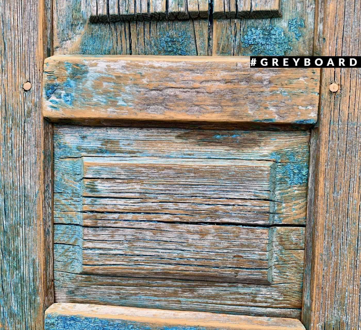 Старинные ставки с остатками краски