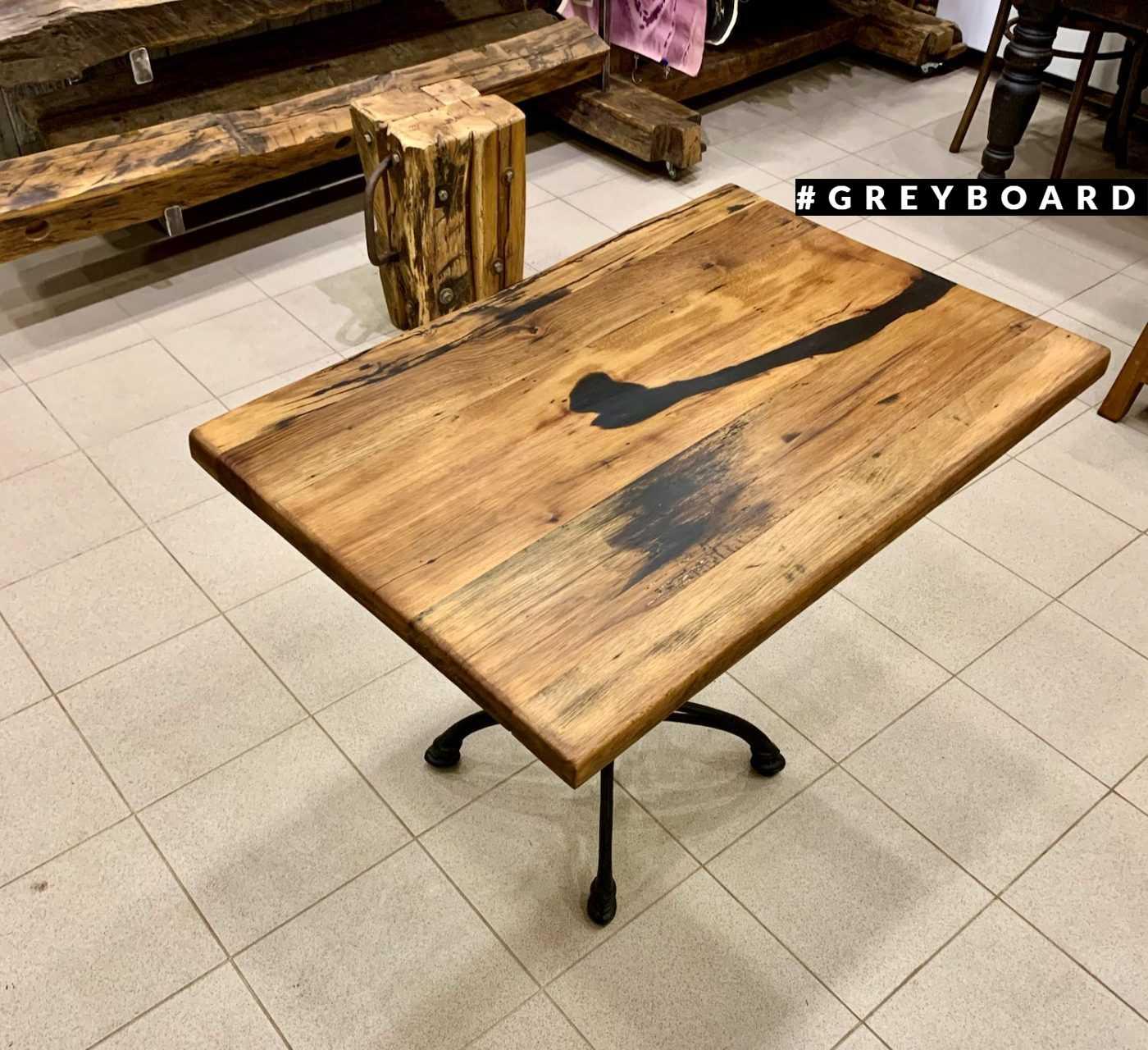 Стильный стол из старой доски и чугуна